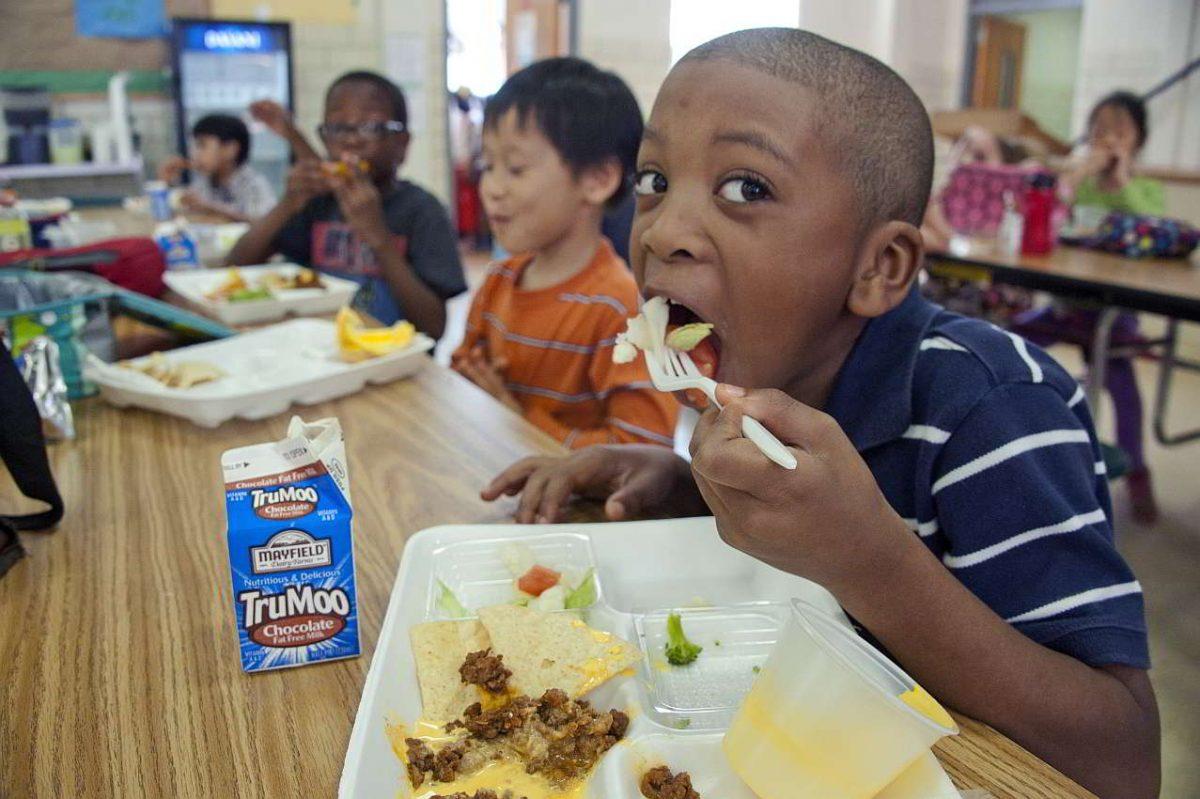 Aparato digestivo niños comiendo